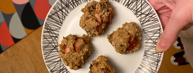 My super easy 4-ingredient oat and banana cookies image