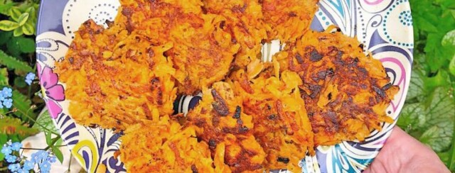Sweet potato hash brown on a decorative plate amongst the outdoors.
